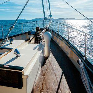 Whitsundays Sailing and Ocean Rafting